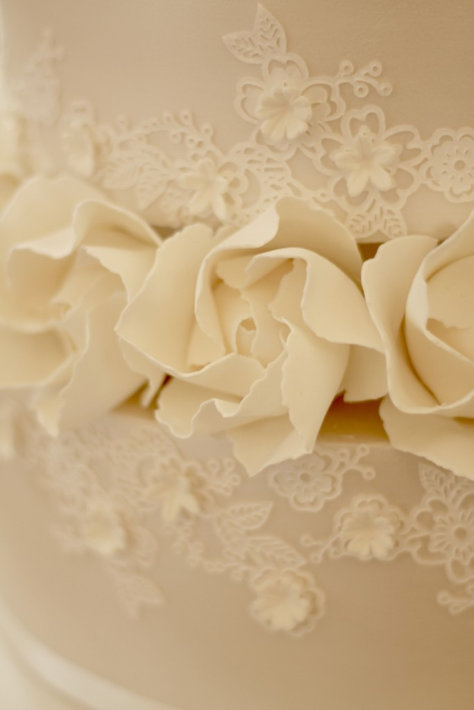 sugar flowers on a wedding cake by Lous with Love