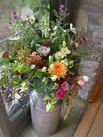 Seasonal, natural venue flowers for weddings and events in Birmingham, the West Midlands, Warwickshire and Worcestershire. Tuckshop Flowers