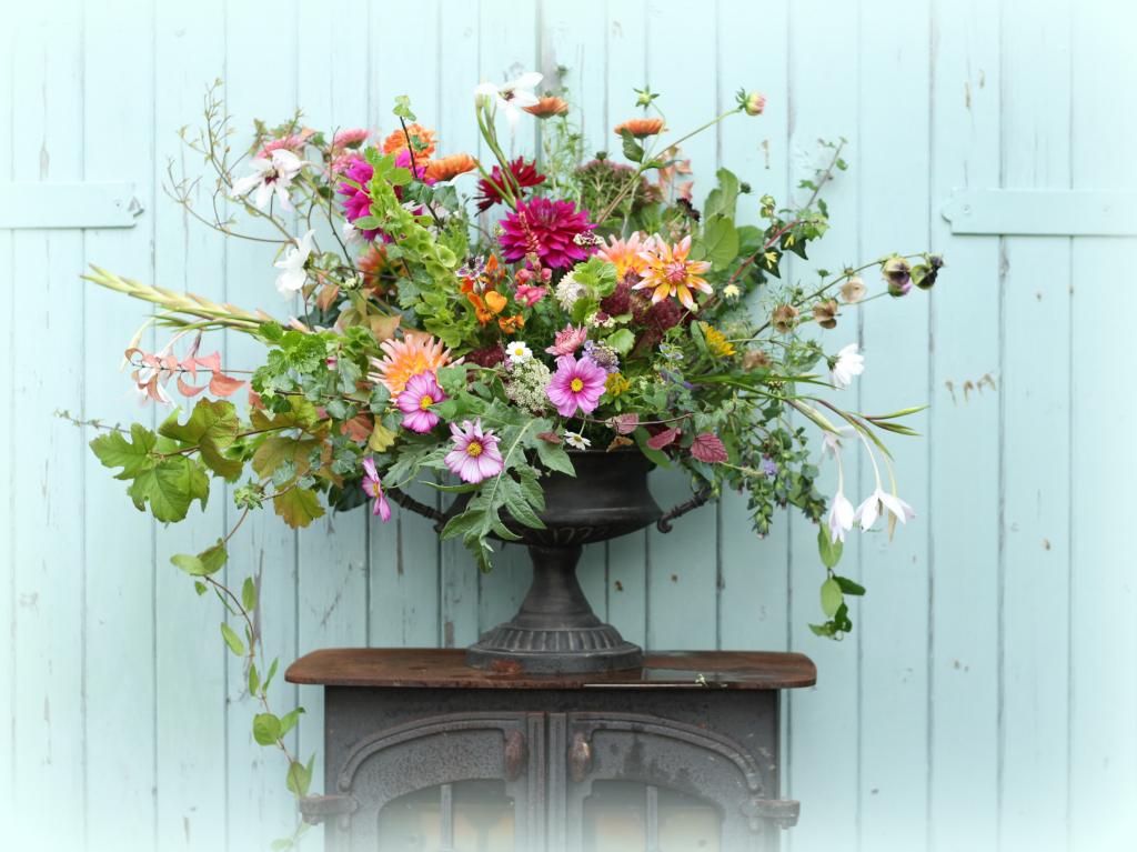 Bespoke event flowers with wildflower stye. Natural wedding and event flowers in Birmingham, Birmingham, West Midlands, Worcestershire and Warwickshire