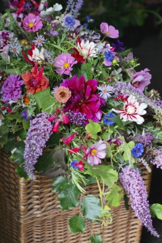 A natural funeral arrangement for a garden lover with locally grown seasonal flowers.  Tuckshop Flowers, Birmingham specialises in personalised funeral tributes within 10 miles of B30.